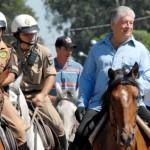 Roberto Requião a cavalo