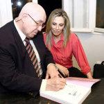 Cida Borghetti e Aroldo Murá G.Haygert, no lançamento do volume 6 do Vozes do Paraná