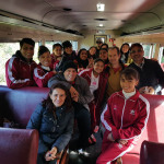 """Dezoito crianças do """"Menina dos Olhos"""" no trem da Serra Verde."""